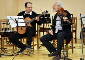 Валентин Бузов-китара и Проф. Йосиф Радионов - цигулка