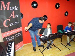 Малките пианисти -групи